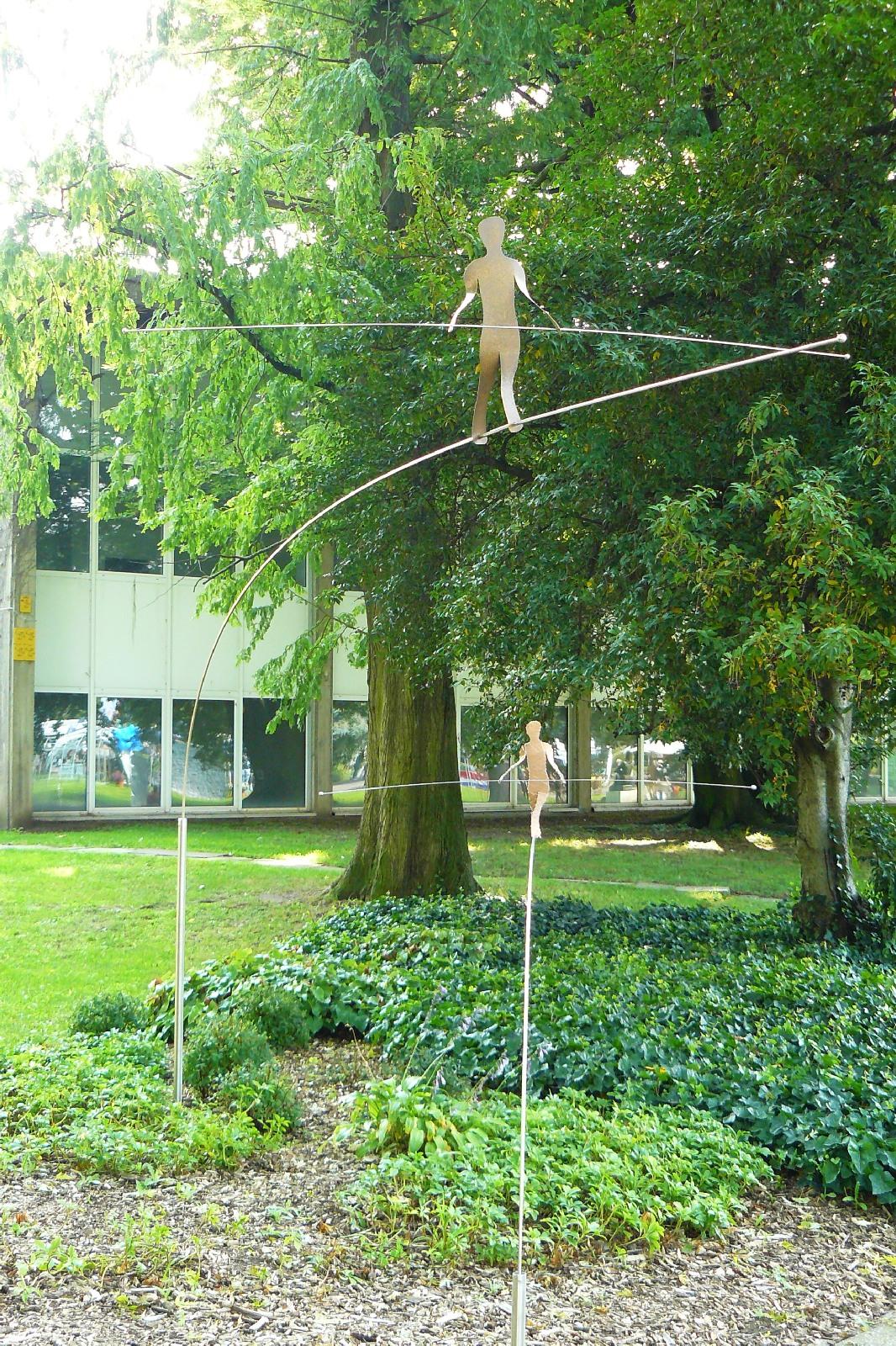 Kunst im Garten Seiltänzer