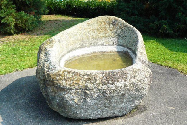 Sessel aus Stein