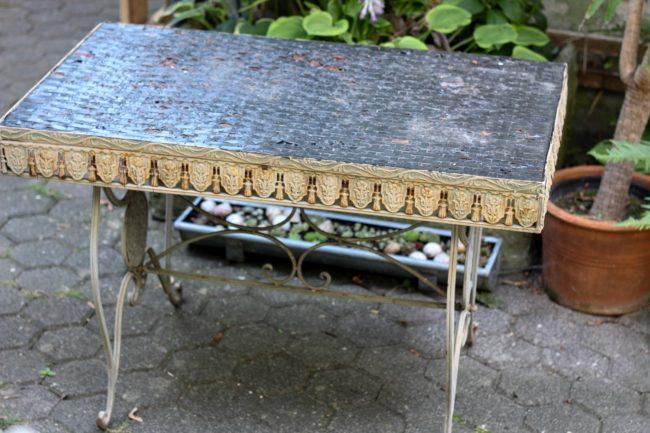 Alter Gartentisch