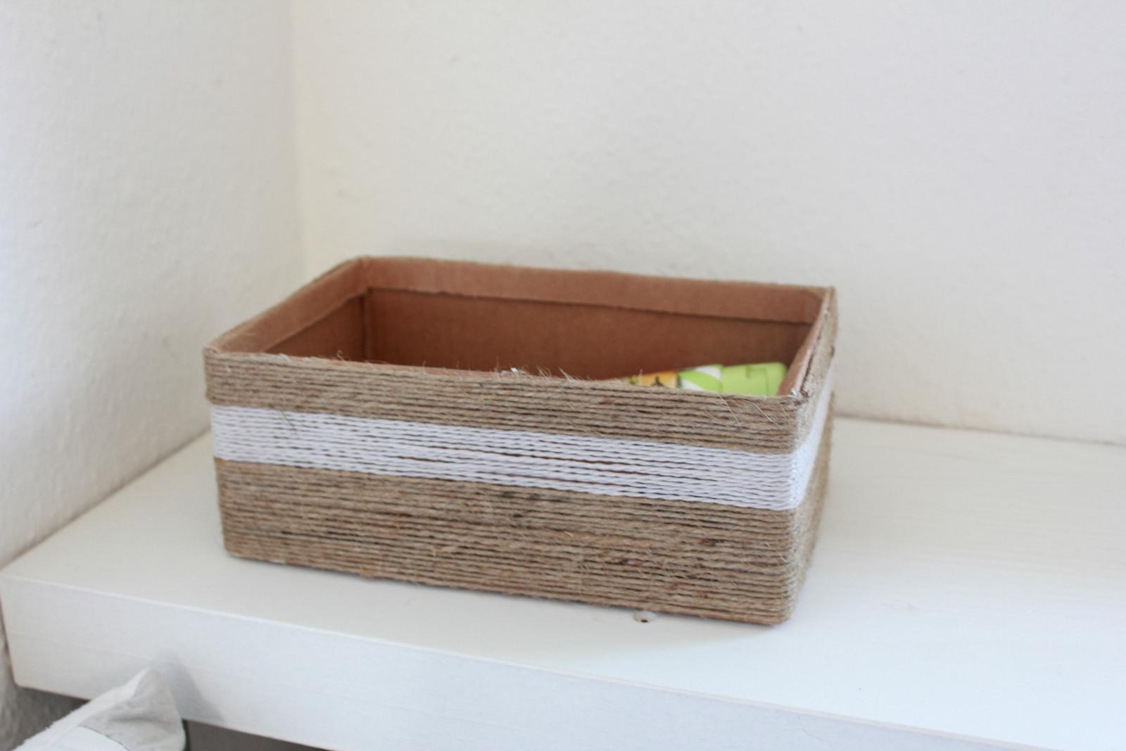 Box mit Kordel
