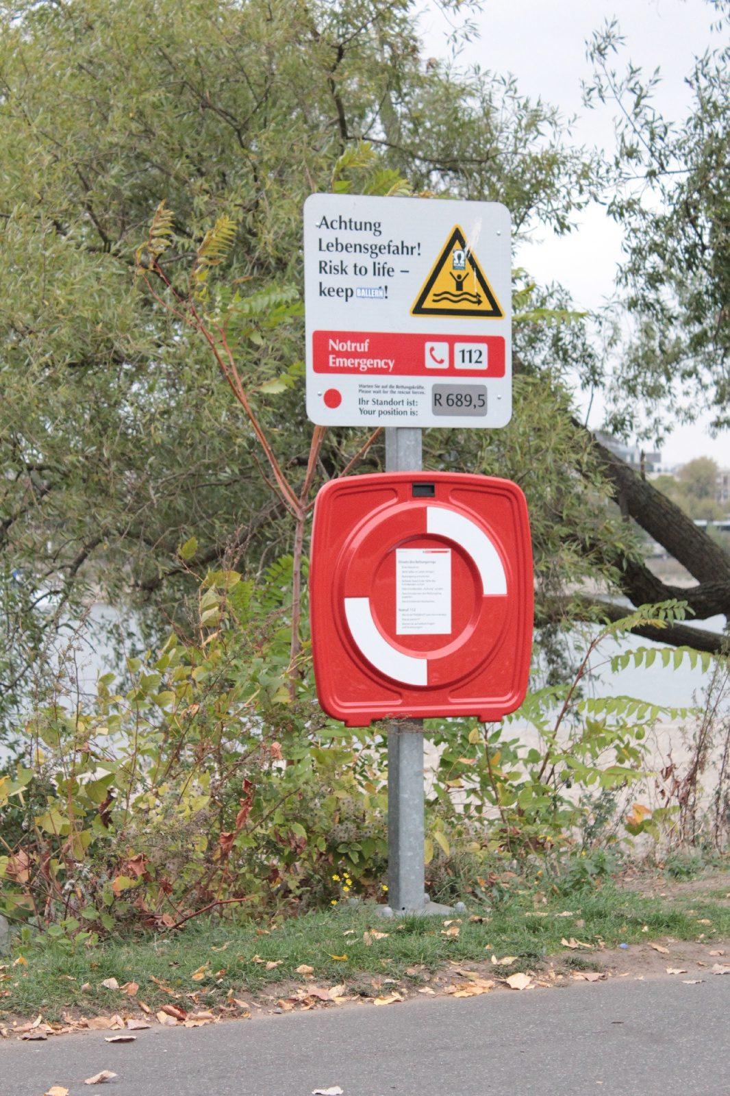 Rettungsring am Rhein