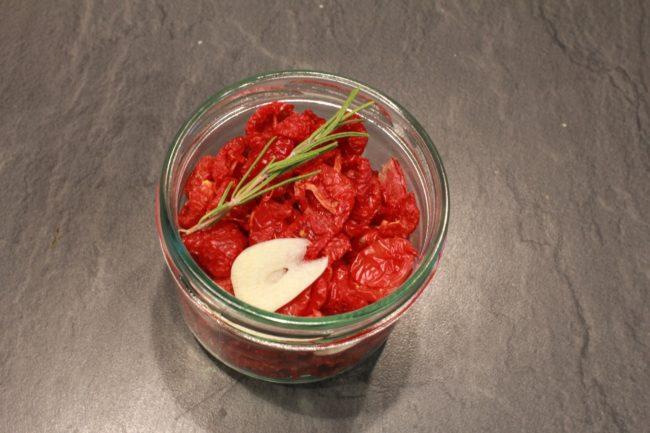 Getrocknete Tomaten einlegen